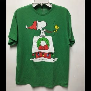 Peanuts Snoopy Christmas Men's Large Green T-Shirt
